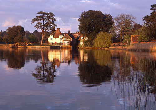 New Forest image: Beaulieu Millpond